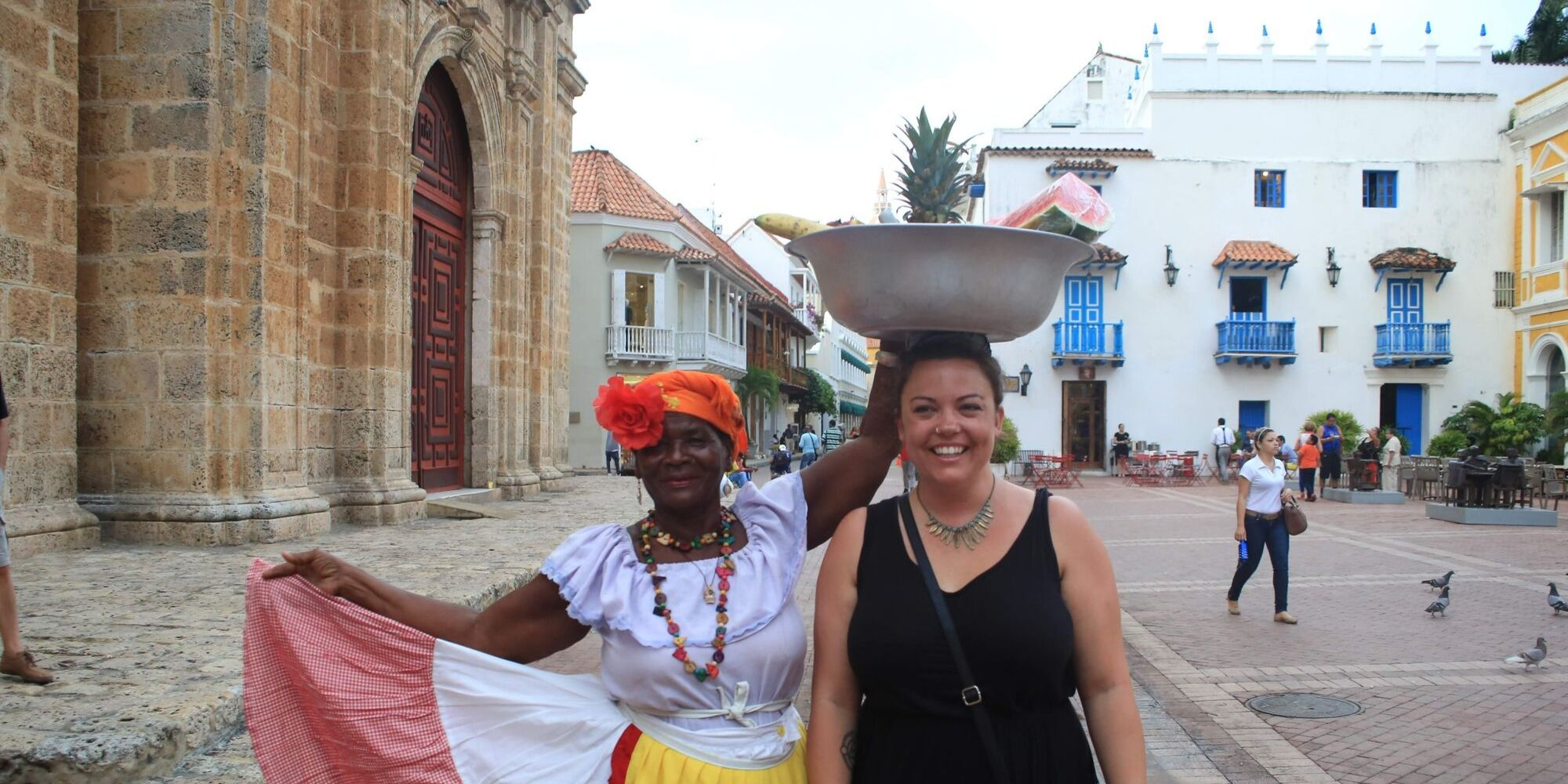 balancing bowl on head at colombia street market